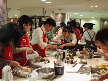 この時間は大阪ガスクッキングスクールの先生たちがサポート