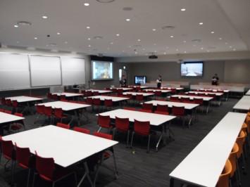 広々としたセミナールームは公開講座などのイベントにも使用可能