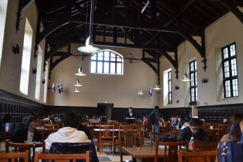 立教大学池袋キャンパスの第一食堂。クラシカルな雰囲気が漂っています!