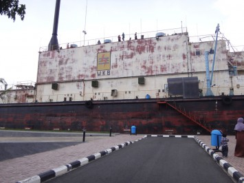 バンダ・アチェの洋上発電所(インドネシア)