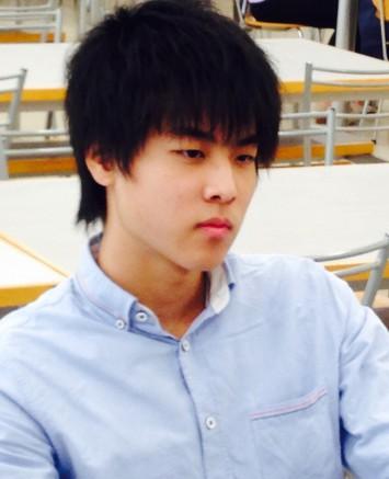 坂爪さんは早稲田大学 文化構想学部の1年生。クールで的確に答えてくれる