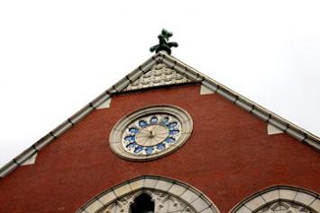 ラテン語で記された正面大時計
