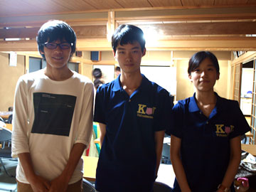 左)商学部2年生の秋房さん、中央)今回リーダーを務めている文学部2年生の遠藤さん、右)昨年リーダーを務めていたという社会学部3年生の岡本さん