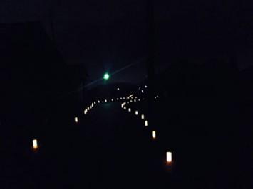 街灯は無く灯ろうの光を頼りに歩いていく