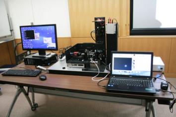 小型屈折補償光学装置。こちらの装置は神山天文台の荒木望遠鏡のデータをもとに作られているそう