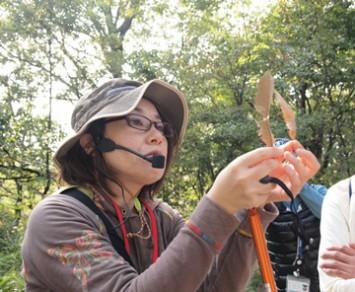 栗原先生が葉の見分け方、植物の魅力を紹介