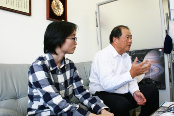 立命館大学理工学部 道関隆国教授(左)と、田中亜実特任助教(右)