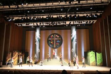 演者はもちろん、脚本、演出、舞台美術、音楽の全てを学生が担当