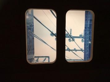 窓から見える作品。まるで本物の電車に乗っているみたい