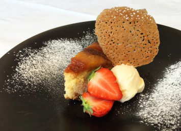 デザート360円。写真はパイナップルのケーキ