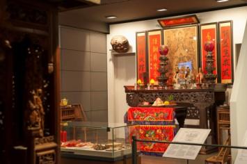 台湾のコーナー 家の中にしつらえられた祭壇の再現