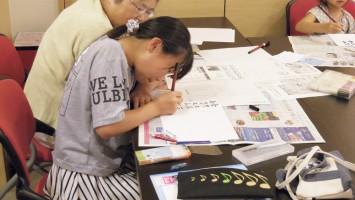 くずし字を各練習をする参加者