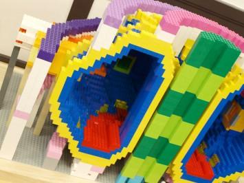 笠田先生が趣味のレゴブロックで作った核融合炉「iter(イーター)」も展示されていました