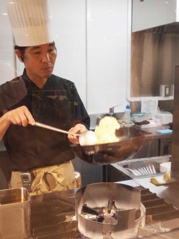 大谷天津丼。調理中の様子をライブで見ることができます!