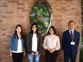 右から酒井美早紀さん・中杉圭那さん・荻野華緒さん・緋田吉也さん(地域連携支援室)