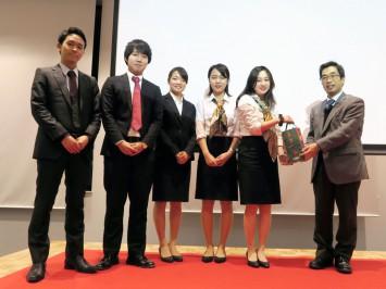 チャンピオンに輝いた西岡ゼミC班「おからのチカラ~もったいない改革~」