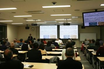 会場は阪大中之島センター。平日ですがほぼ満席です