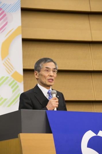 取り組みについて話す大阪大学の西尾総長