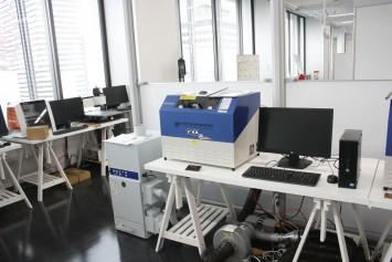 レーザー加工機。その他3Dプリンターなどもある