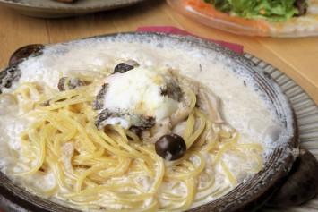 白トリュフ薫るポルチーニ茸のクリームソース贅沢カルボナーラ