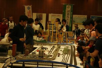 鉄道研究会のプラレールは、子どもたちに大人気