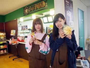 Cafe POND室の木店でアルバイトをしている関東学院大学1年生のお二人