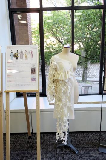 ファッション・プレートから着想を得た衣装のデザイン(神戸松蔭女子学院大学竹丸彩花さんの作品)