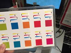 一見、塗りつぶされているように見えるカラーチャート。