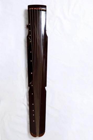 古琴、数千年の時を経て琴学(きんがく)として大成してきた琴の伝統。かつては刀を忍ばせていたとか…。