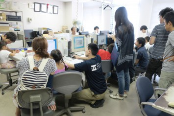 パソコンソフトを使ってオリジナルのはんこを作るプログラム。研究室の中で開催