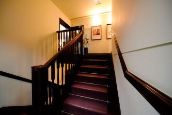 「ひげのサムエルのおはなし」にも描かれている階段。
