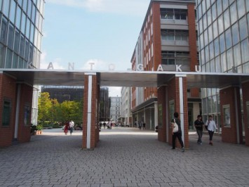 関東学院大学 金沢八景キャンパスの正門