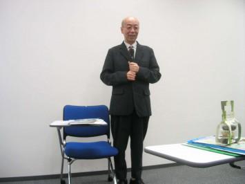 「京都アカデミアウィーク」のトップバッターとして登場された鷲田先生。ちょっと緊張されているような、優しい言葉が心にスッと入ってきます。
