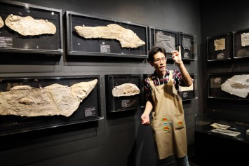 解説してくださった学芸員の宮田さんは古生物学者。シーラカンスは魚よりも四足動物に近いとか、ビックリです。
