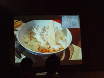 漫画のレシピとともに料理が進められていく。こちらの画像は「長沙風酸菜炒飯」