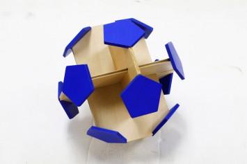 正二十面体から正五角形と正六角形からできているサッカーボールの構造は…このとおり。