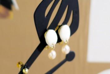 野菜の白いタネを使ったアクセサリー