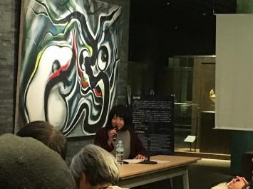 言葉を選びながら、一つひとつのシーンを丁寧にそして冷静に解説されている井上さん (C)岡本太郎記念館