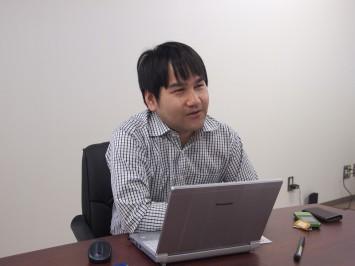 紙の可能性について語る古賀大尚准教授