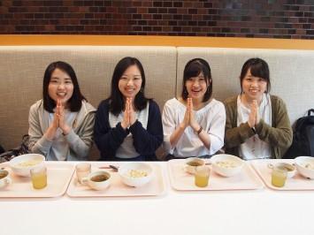 お話を聞いたメンバー。左から落合絵令奈さん、蒔田紀子さん、下垣内実穂さん、大西陽香さん