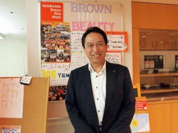学生の成長ぶりを見守る顧問の松井先生