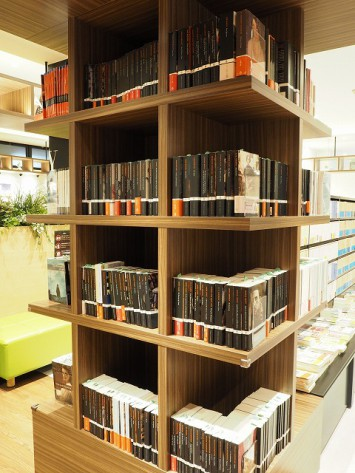 オックスフォード大学出版局の書籍を集めた棚