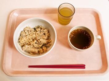 「梅マヨチャーハン&わかめスープ」。シンプル&ヘルシー!
