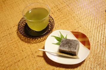 京町家で京都のお話を聞きながら京菓子とお茶をいただく…なんと贅沢な時間