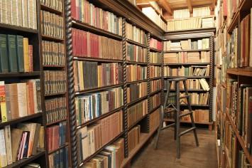 譲渡されたのは邸宅と土蔵の他、蔵書など貴重な資料は約2万5千点。あの名作がここで誕生した…感慨深いものがあります
