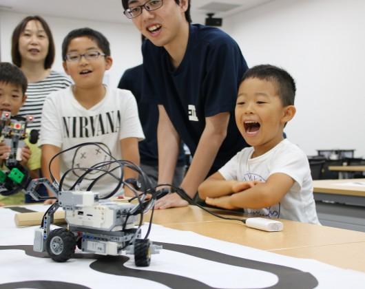 ①レゴでロボットカーをつくってプログラムを動かそう