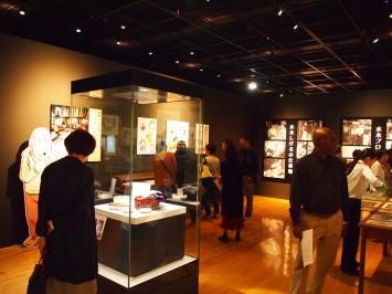 NHK連続テレビ小説『ゲゲゲの女房』オープニングのモチーフになった絵の具入れの展示も