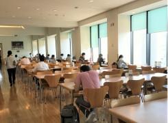 地上17階から都内の絶景を見下ろす。明治大学「スカイラウンジ暁」