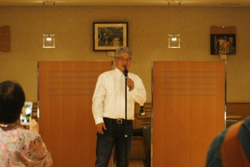 変人BARは、京大変人講座の生みの親、酒井 敏教授の挨拶からスタート