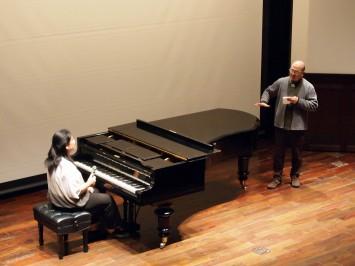 さまざまなフレーズを実際に弾きながら、ベーゼンドルファーの音色を確かめていく